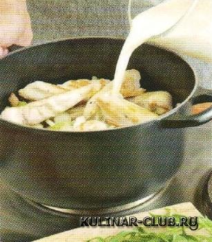 Куриное рагу с грибами и сельдереем