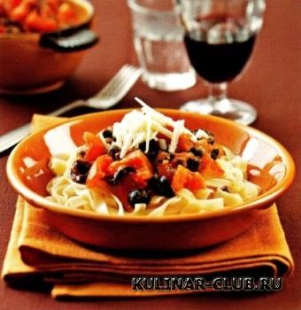 Спагетти с анчоусами, маслинами и каперсами