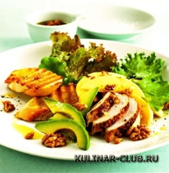 Куриный салат с манго