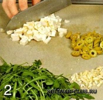 Перцы с фетой и орехами